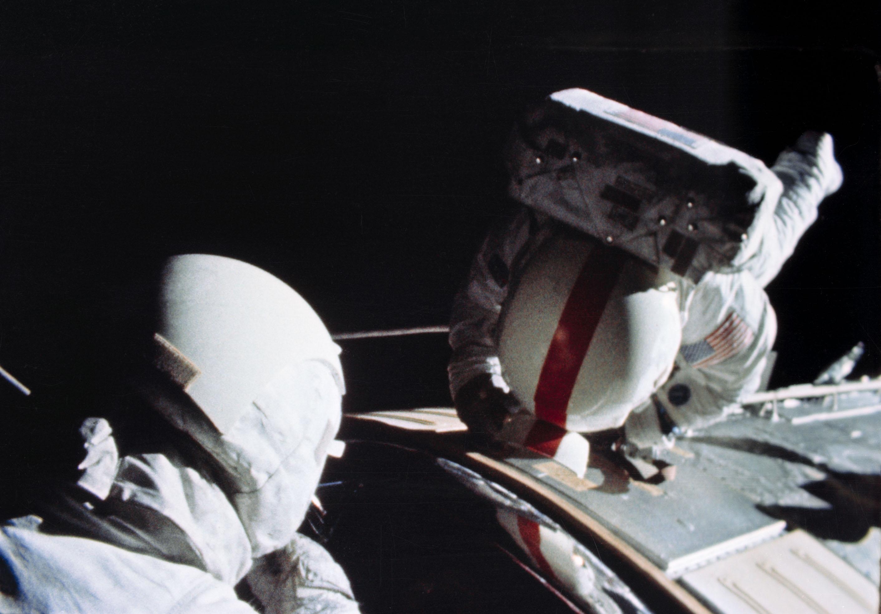 apollo 16 deep space eva - photo #2